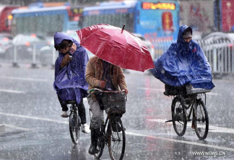 В Китае более 70 тыс. человек оказались в зоне бедствия из-за сильных дождей