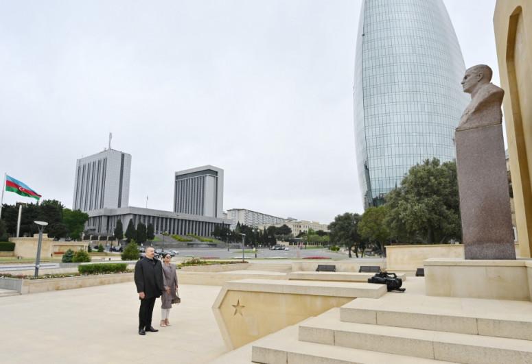 Президент Ильхам Алиев и первая леди Мехрибан Алиева посетили памятник Ази Асланову-<span class=