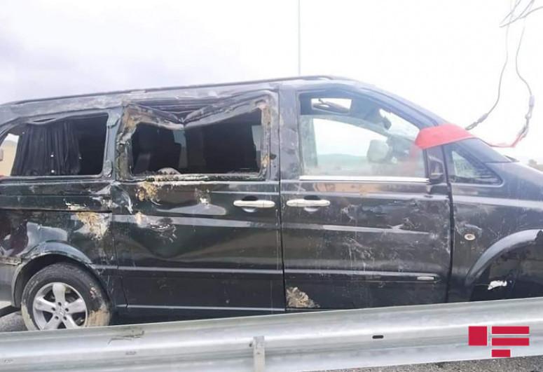 """Следовавший из Баку в Загаталу микроавтобус попал в аварию-<span class=""""red_color"""">ФОТО</span>"""