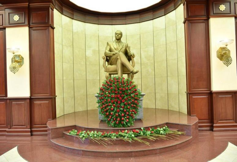 В парламенте отмечен 98-й юбилей великого лидера Гейдара Алиева