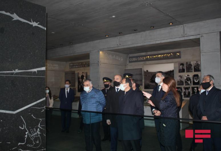 """Türkiyə səfiri Quba Soyqırımı Memorial Kompleksini ziyarət edib - <span class=""""red_color"""">FOTO</span>"""