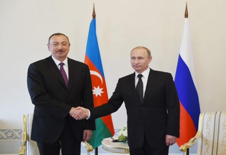 Владимир Путин позвонил президенту Азербайджана Ильхаму Алиеву