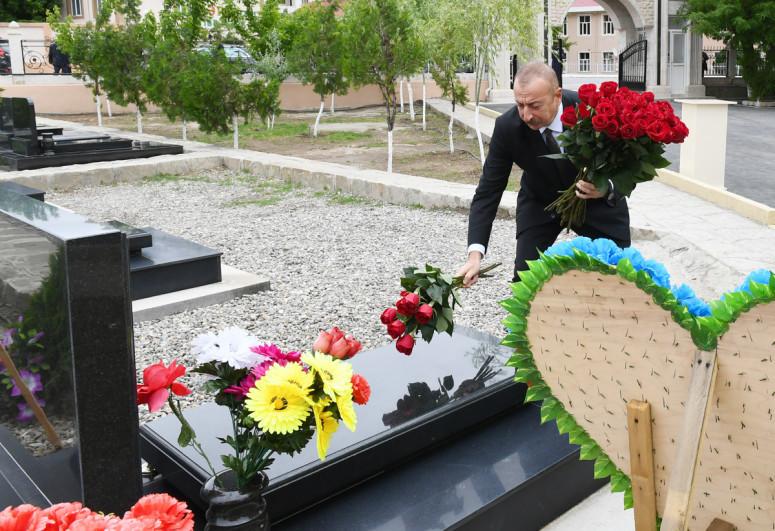 """Президент Ильхам Алиев посетил могилы шехидов Отечественной войны в Нахчыване-<span class=""""red_color"""">ФОТО</span>"""