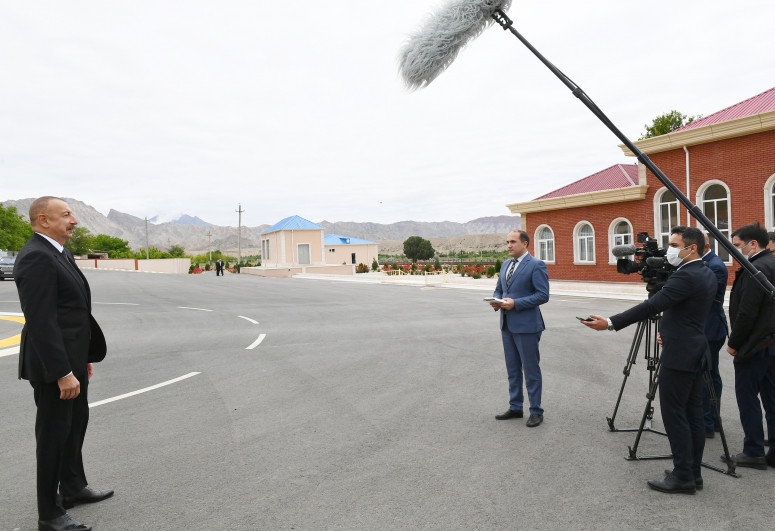 Президент Ильхам Алиев дал интервью Азербайджанскому Телевидению-<span class=