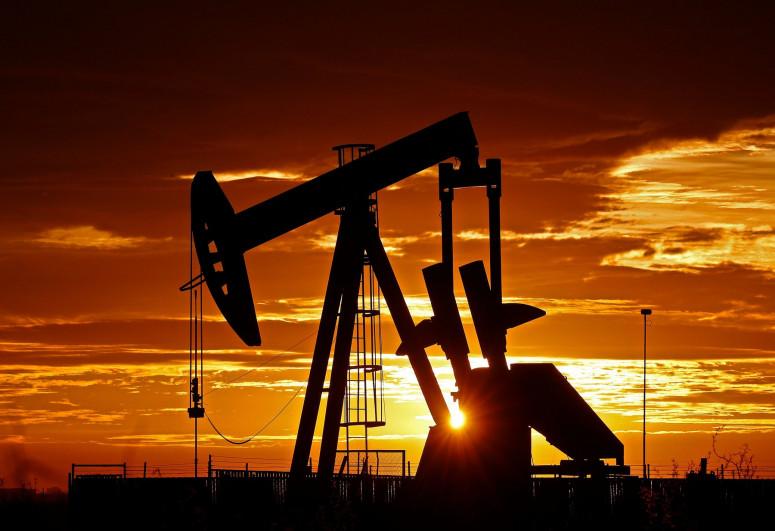 Oil prices inch higher as traders eye U.S. pipeline shutdown