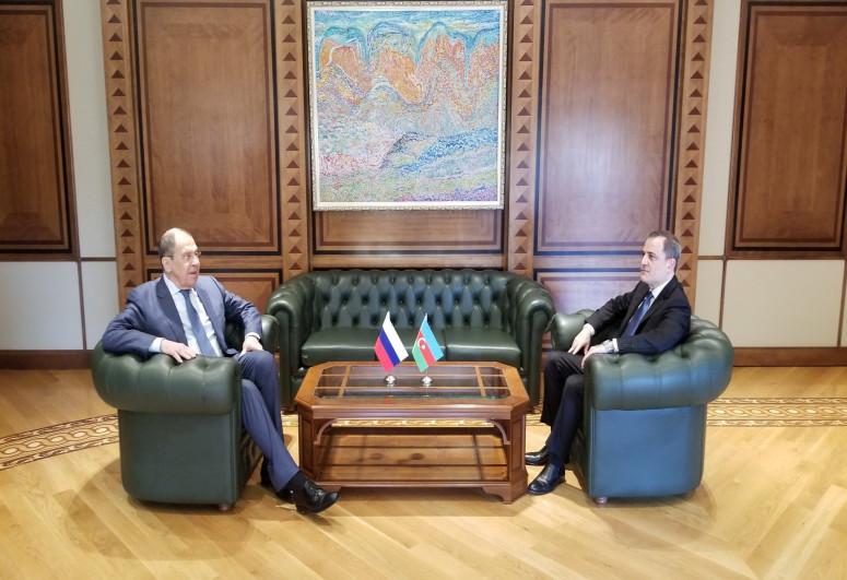 В Баку началась встреча между Джейхуном Байрамовым и Сергеем Лавровым