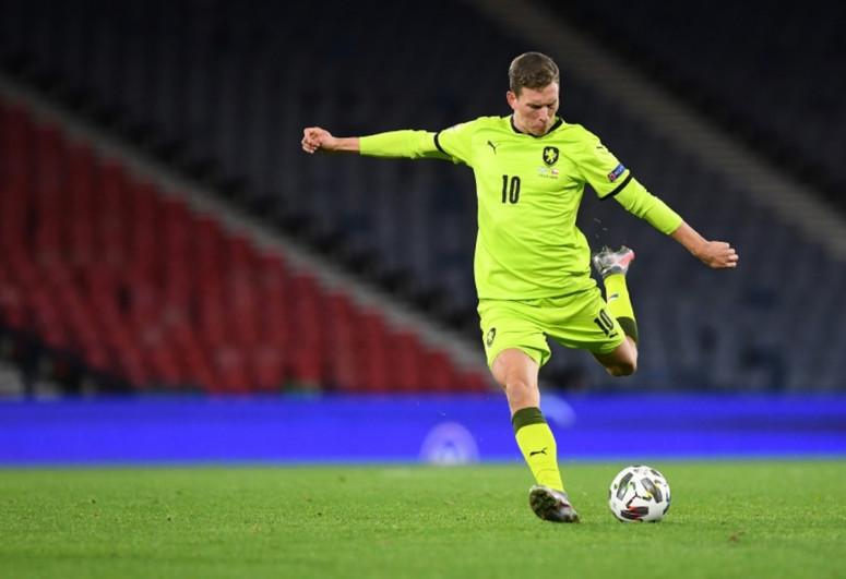 Çexiyalı futbolçu diz bağları qopduğu üçün AVRO-2020-ni buraxacaq