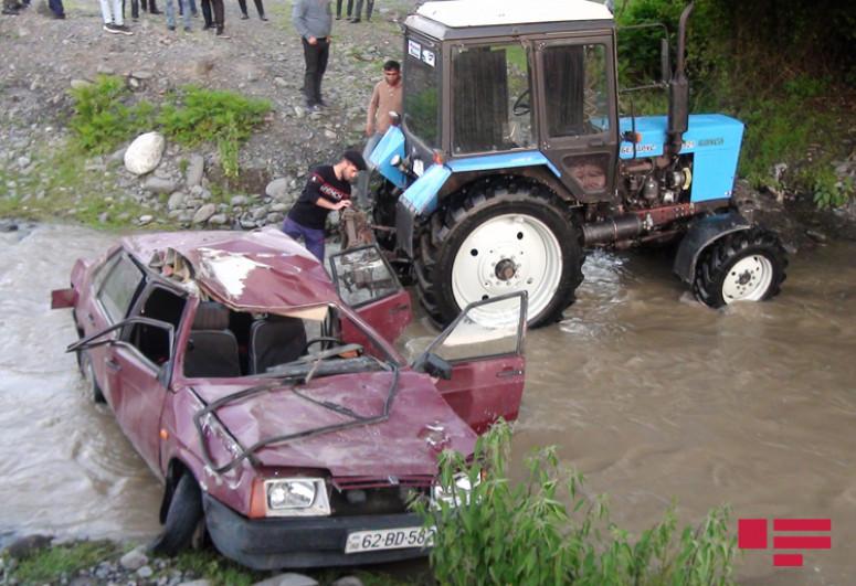 В Балакене легковой автомобиль упал в реку: водитель погиб, еще трое ранены  -<span class=