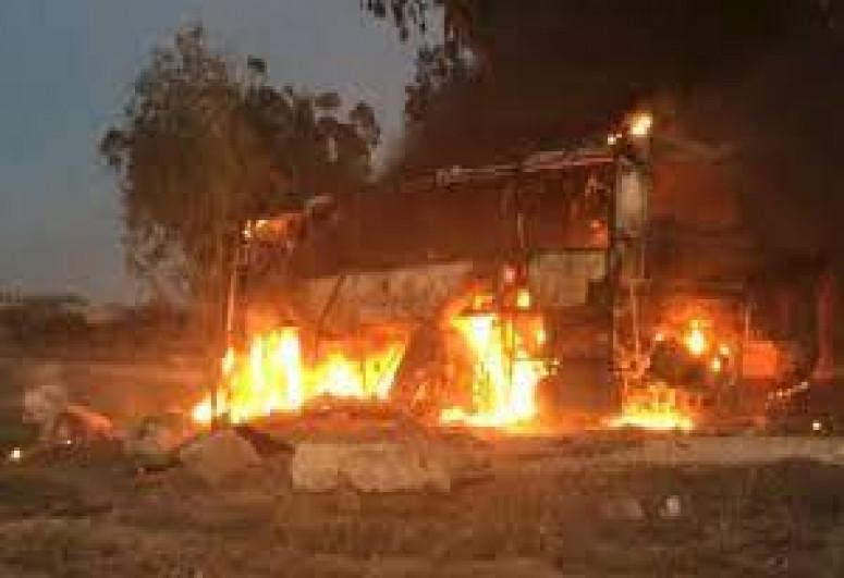 Из сектора Газа в сторону Тель-Авива запущено 130 ракет, одна из них попала в автобус