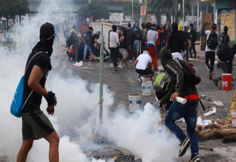 Kolumbiyada etiraz aksiyaları zamanı 42 nəfər ölüb, 168 nəfərin itkin düşüb