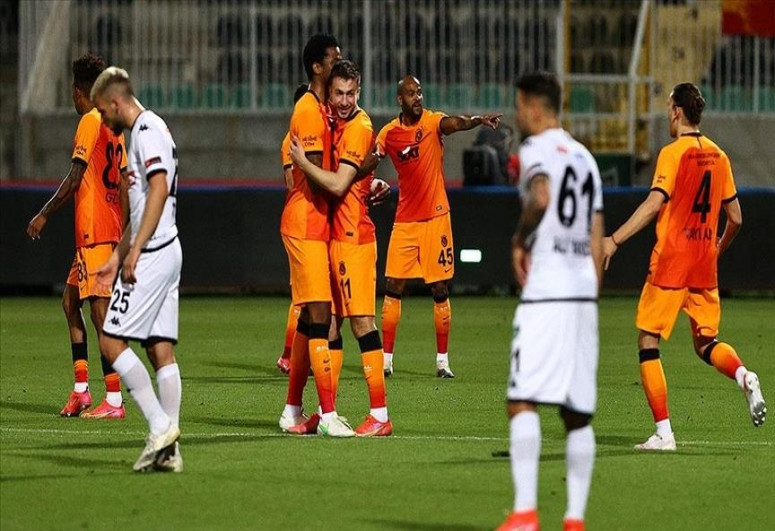 Galatasaray level points with leaders Besiktas before final fixture
