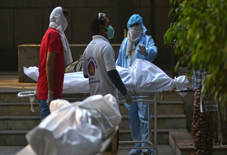 В Индии потребовали прекратить сброс тел умерших в Ганг