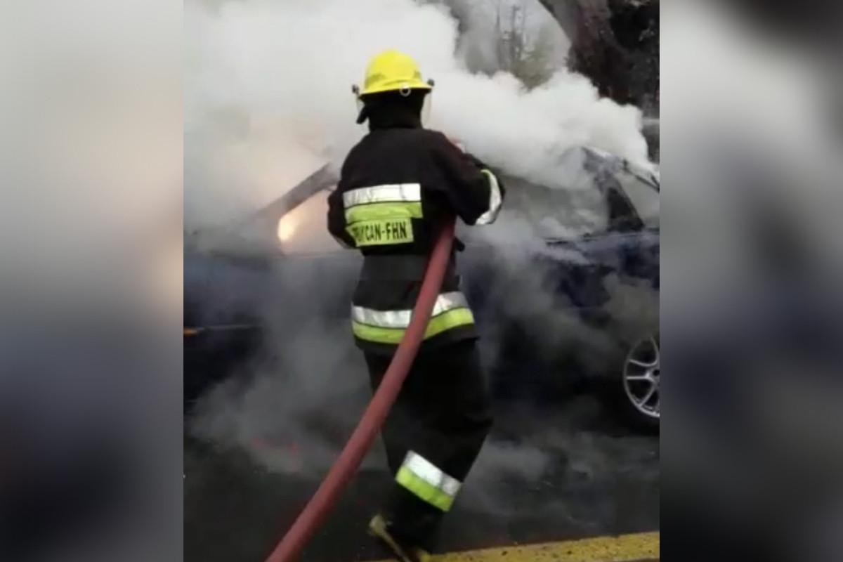 Biləsuvarda minik avtomobili yanıb
