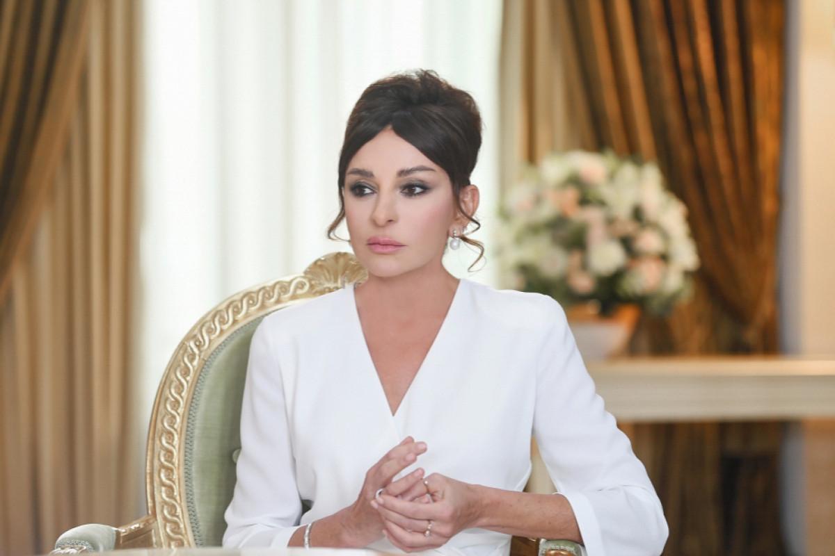 """Mehriban Əliyeva Şuşada """"Xarıbülbül"""" musiqi festivalının başlaması ilə bağlı paylaşım edib - <span class=""""red_color"""">VİDEO</span>"""