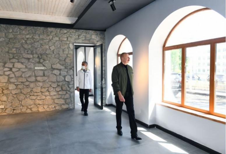 """Президент Ильхам Алиев ознакомился с работами, проводимыми в Шушинской картинной галерее-<span class=""""red_color"""">ФОТО</span>"""