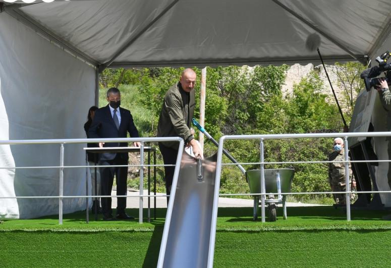 Президент Азербайджана заложил фундамент общеобразовательной школы № 1 в Шуше