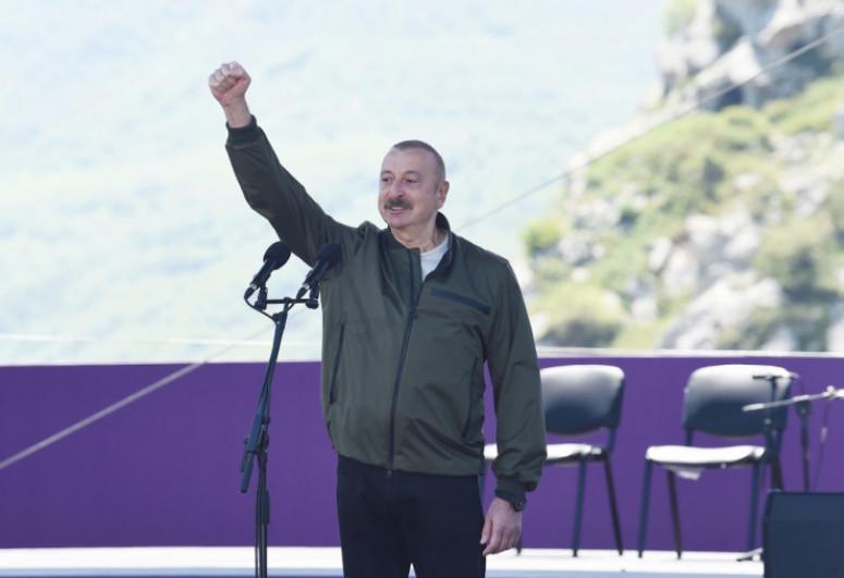 """Azərbaycan Prezidenti: """"Bu gün ölkəmizin tarixində əlamətdar gündür. Uzun fasilədən sonra Şuşada """"Xarıbülbül festivalı keçirilir"""" - <span class=""""red_color"""">VİDEO</span>"""