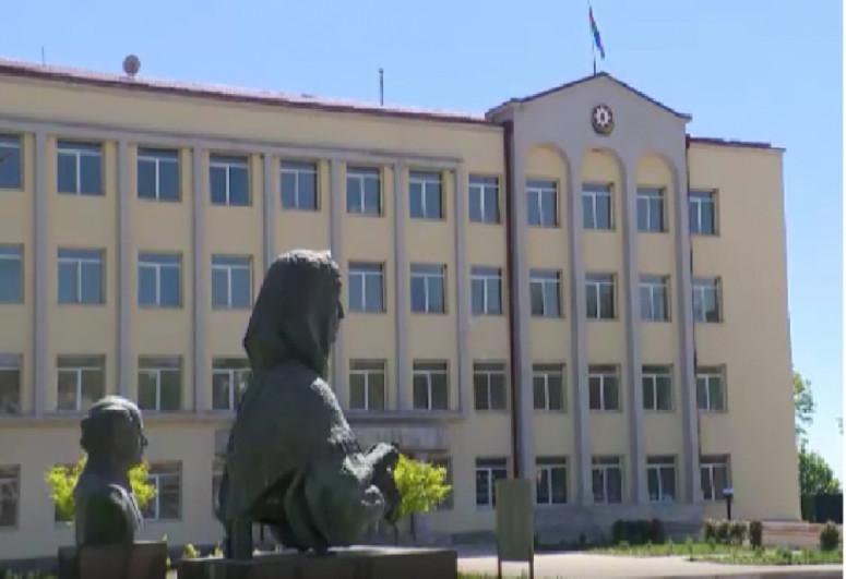 Ильхам Алиев ознакомился с административным зданием специального представительства в Шуше