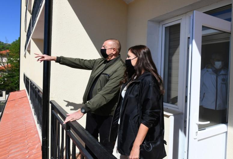 Президент Ильхам Алиев ознакомился с условиями, созданными в корпусе и коттеджах при отеле «Хары Бюльбюль»