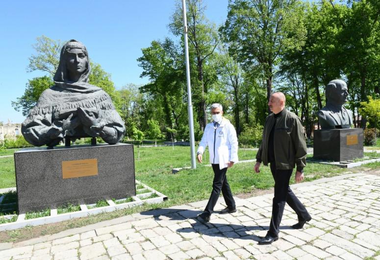 Президент Ильхам Алиев осмотрел территорию перед дворцом ханской дочери Натаван в Шуше