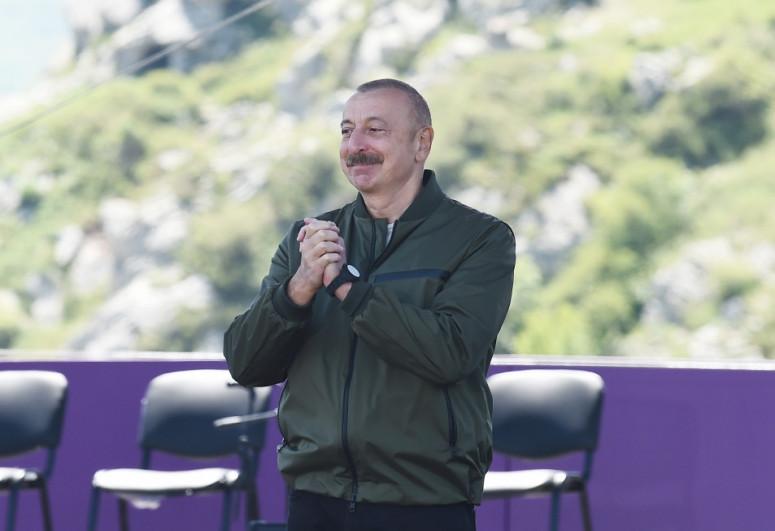 Президент Ильхам Алиев: Фестиваль «Харыбюльбюль» будет проводиться в Шуше каждый год