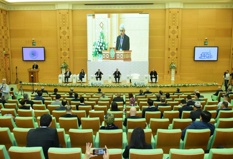 Rovnag Abdullayev discusses with the President of Turkmenistan the joint development of the Dostlug field
