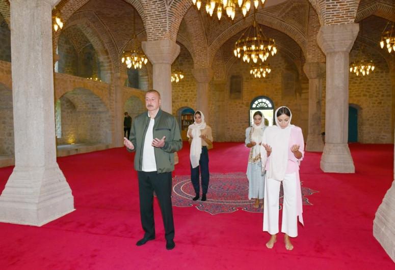 """Президент Ильхам Алиев побывал в мечети Юхары Говхарага в Шуше-<span class=""""red_color"""">ВИДЕО</span>-<span class=""""red_color"""">ОБНОВЛЕНО-1</span>"""
