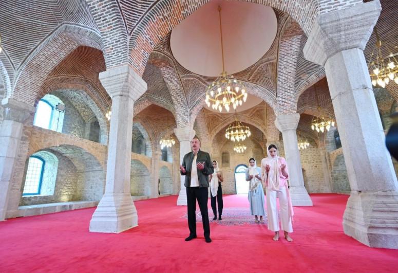 President Ilham Aliyev visited Yukhari Govharagha mosque in Shusha-<span class=