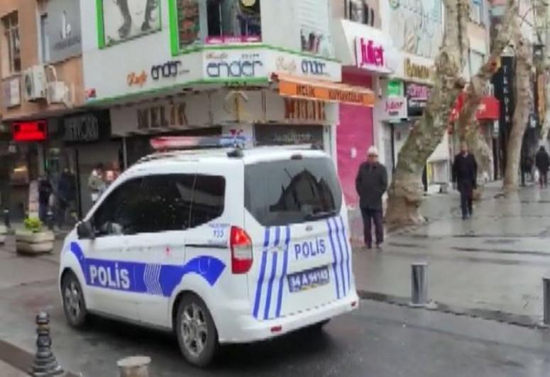 İstanbulda metrobusda özünə xəsarət yetirən silahlı şəxs saxlanılıb