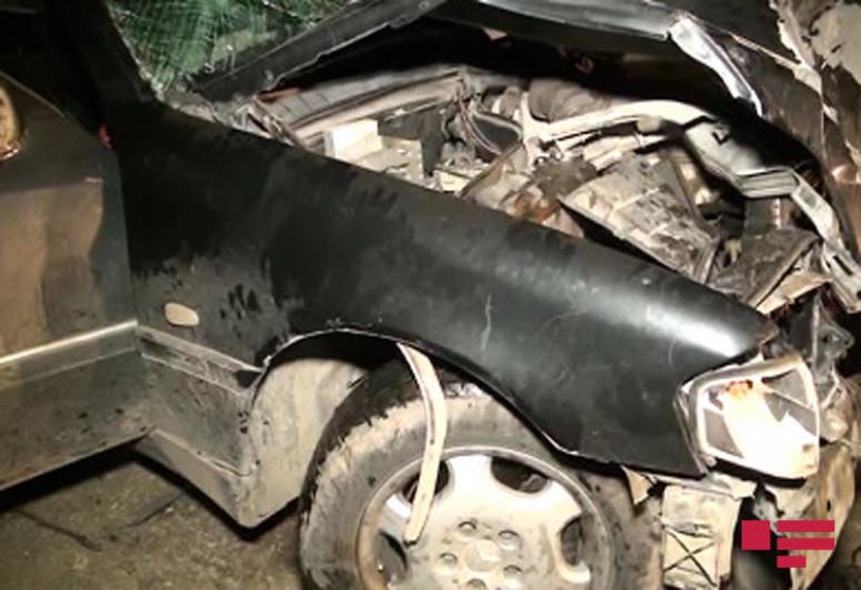 В Исмаиллы автомобиль врезался в дерево, погиб водитель-<span class=