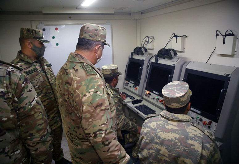 Министр обороны посетил подразделения войск ПВО, дислоцированные на освобожденных территориях-<span class=