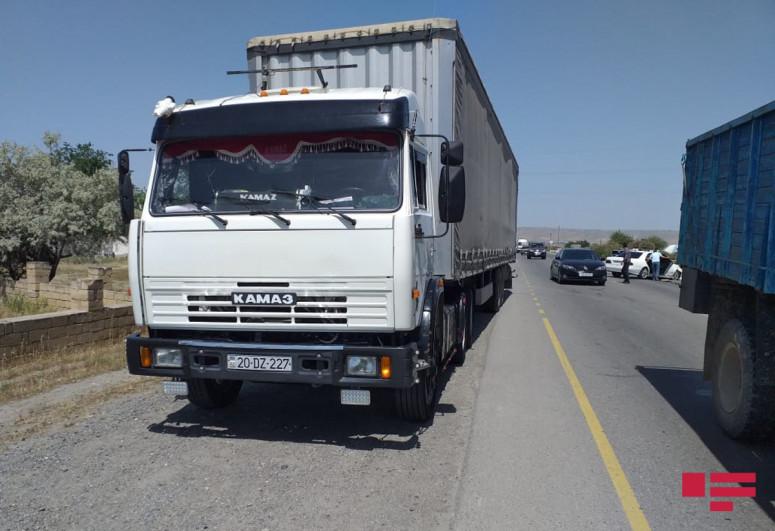 Четыре человека пострадали в ДТП на дороге Гаджигабул-Сабирабад-<span class=