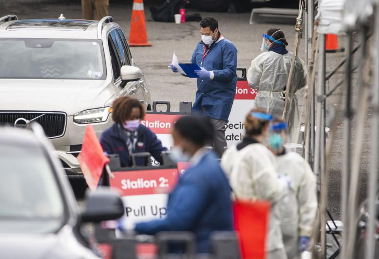 Число скончавшихся от коронавируса в США превысило 584 тысячи