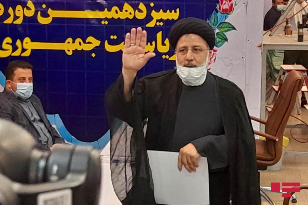 İranda 304 nəfər prezident seçkilərində namizəd olacağını açıqlayıb