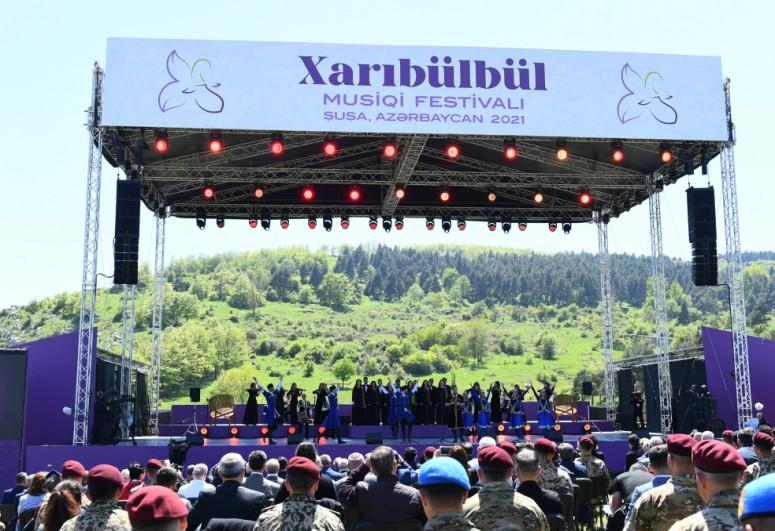 """""""Xarıbülbül"""" festivalı: Dünyaya sülh, sabitlik, dostluq və tolerantlıq mesajları - <span class=""""red_color"""">TƏHLİL</span>"""