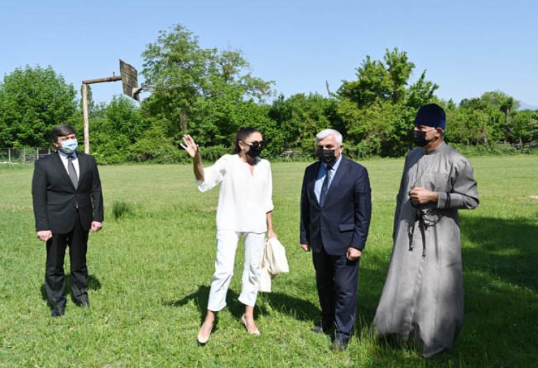 President Ilham Aliyev visited secondary school No 1 and Saint Elisæus Jotaari Church in Nij settlement, Gabala-<span class=