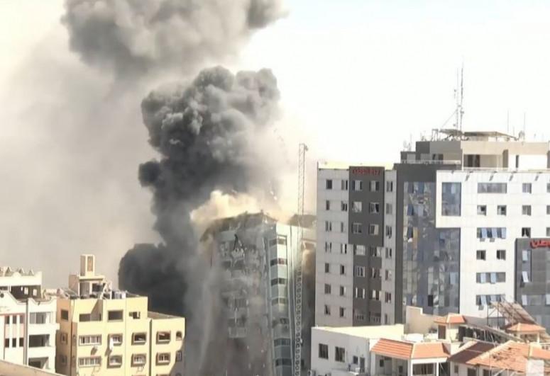 По зданию в Газе, где располагались офисы ряда мировых СМИ, нанесен авиаудар