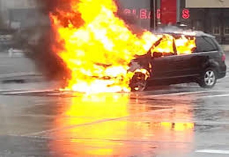 В Баку сгорел легковой автомобиль марки «Daewoo»