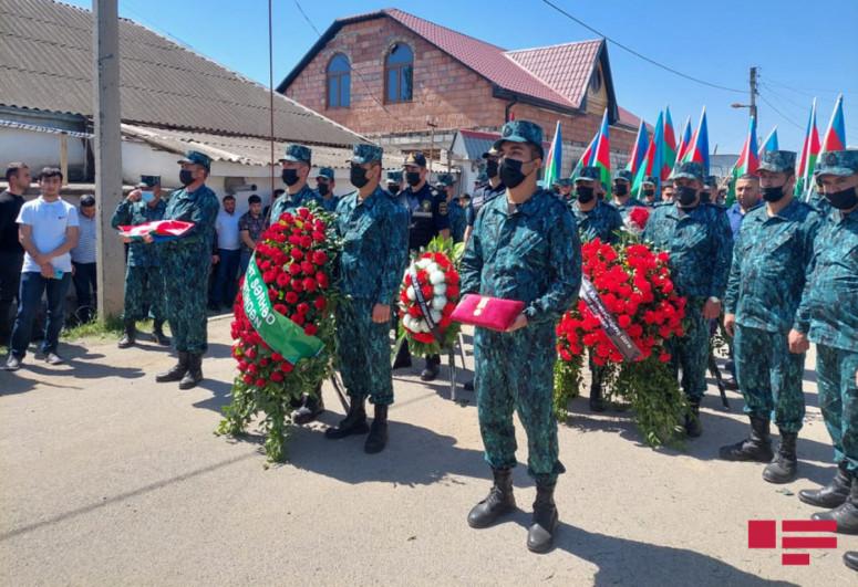 В Товузе похоронен офицер, погибший в результате инцидента на границе-<span class=
