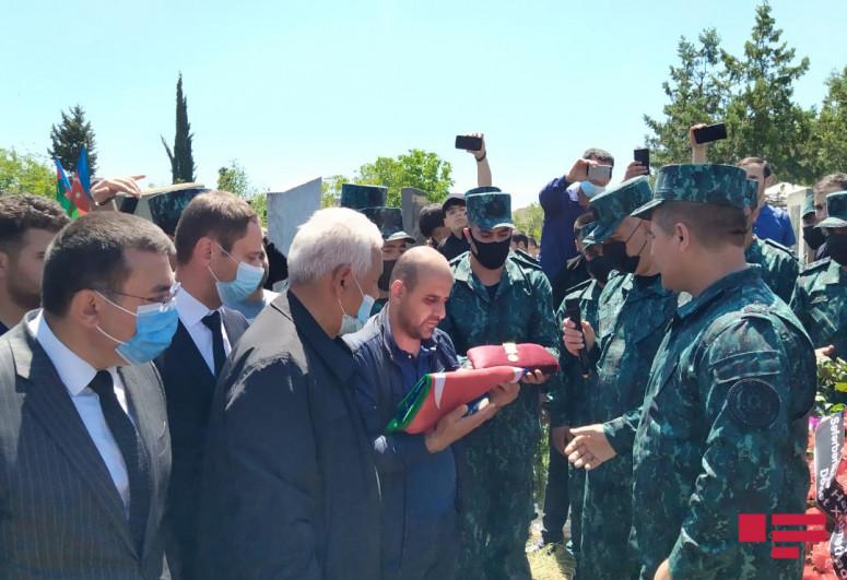 "В Товузе похоронен офицер, погибший в результате инцидента на границе-<span class=""red_color"">ФОТО</span>"