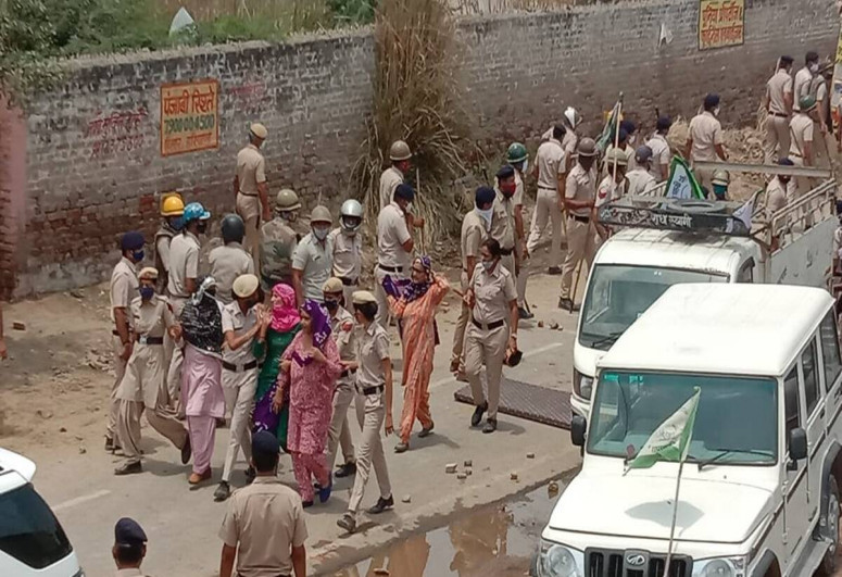 Many injured as farmers, police clash in India