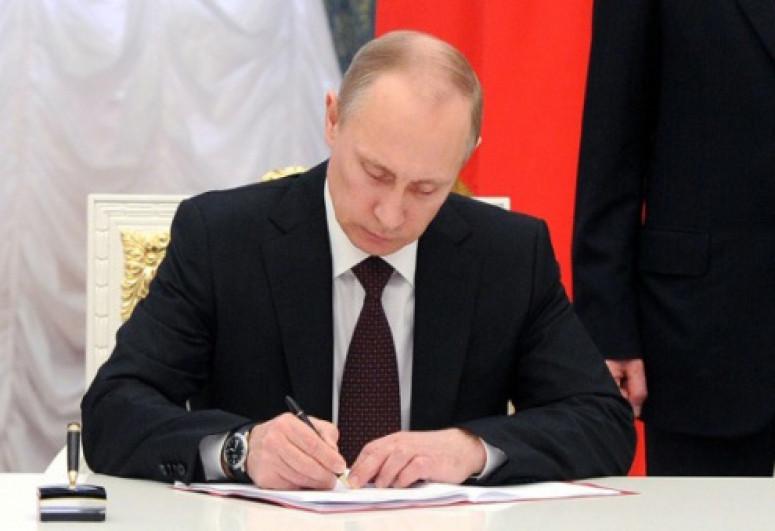 Russian President awards Azerbaijani cultural figures
