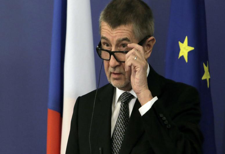 Премьер Чехии ответил на слова Земана о взрывах во Врбетице