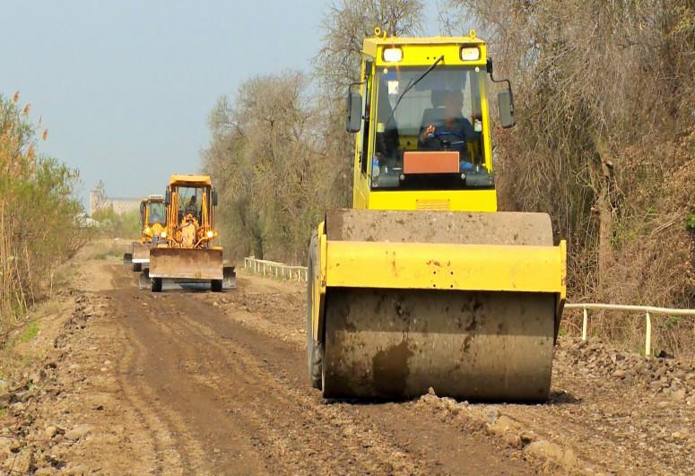 Salyanda beş kəndin yolu yenidən qurulur - <span class=