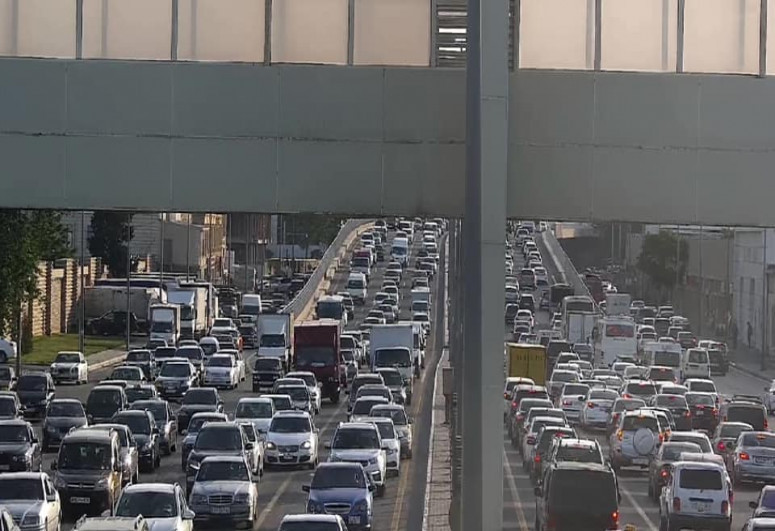 """БТА: На столичных дорогах наблюдается плотный трафик-<span class=""""red_color"""">ФОТО</span>"""