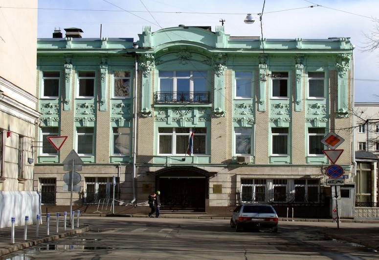 Перед посольством Азербайджана в России внезапно скончался наш соотечественник