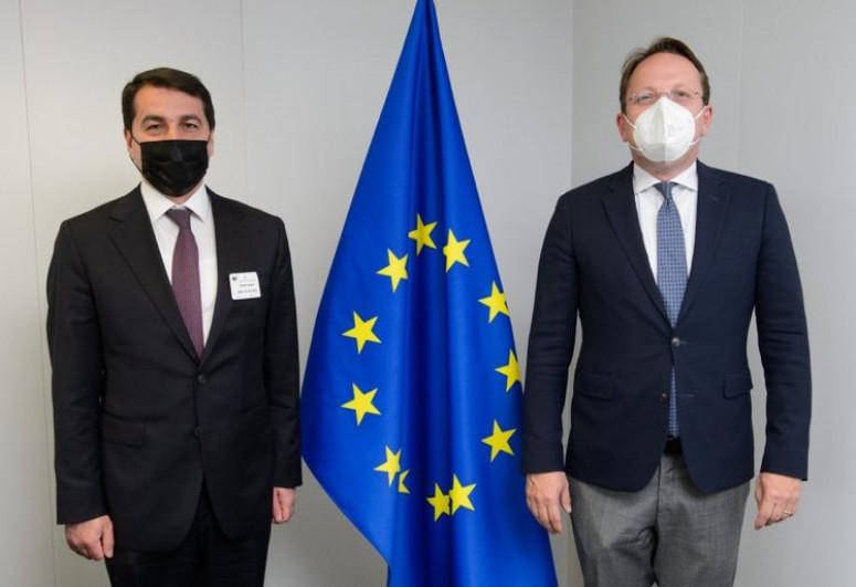 Хикмет Гаджиев встретился с комиссаром ЕС Оливером Вархели