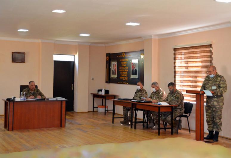 Замминистра обороны заслушал доклады о ходе учений