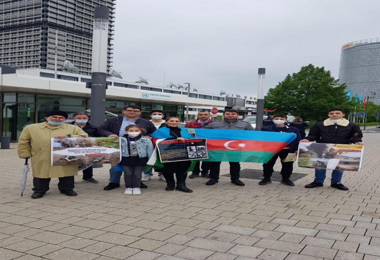 Almaniyada yaşayan azərbaycanlılar etiraz aksiyası keçirib