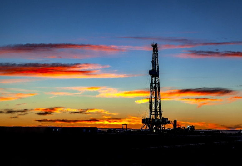 Iran to drill oil well on border with Azerbaijan
